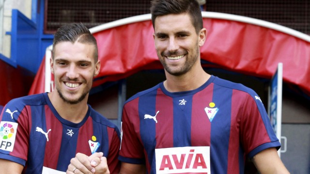 New Eibar players Adrian Gonzalez and Simone Verdi