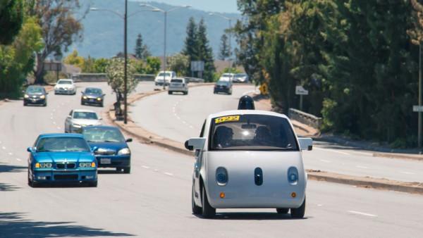 Autonomes Fahren - Google-Auto im Straßenverkehr
