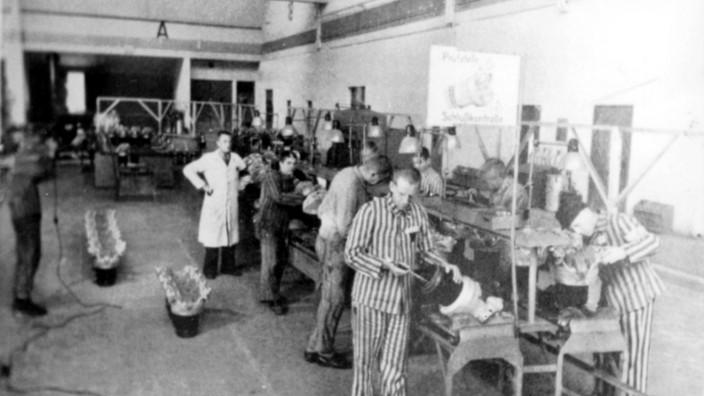 Zwangsarbeiter aus dem Konzentrationslager Dachau im BMW-Werk in Allach