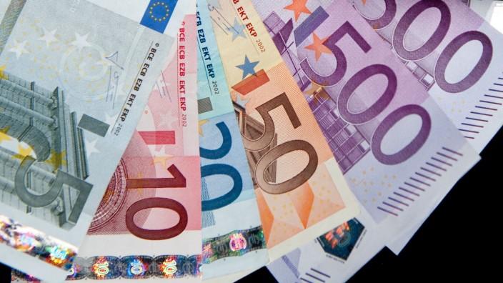 Flaschensammler gibt 12 000-Euro-Fund bei Polizei ab
