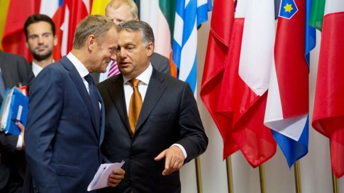 Viktor Orbán in Brüssel: Tusk und Orbán bei ihrem Treffen in Brüssel.