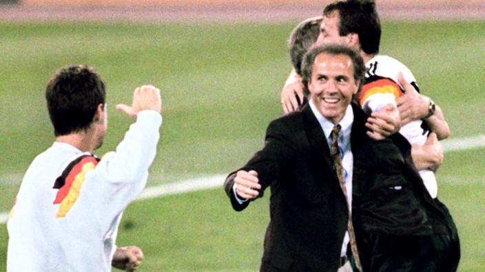 Franz Beckenbauer beim WM-Finale 1990 in Rom