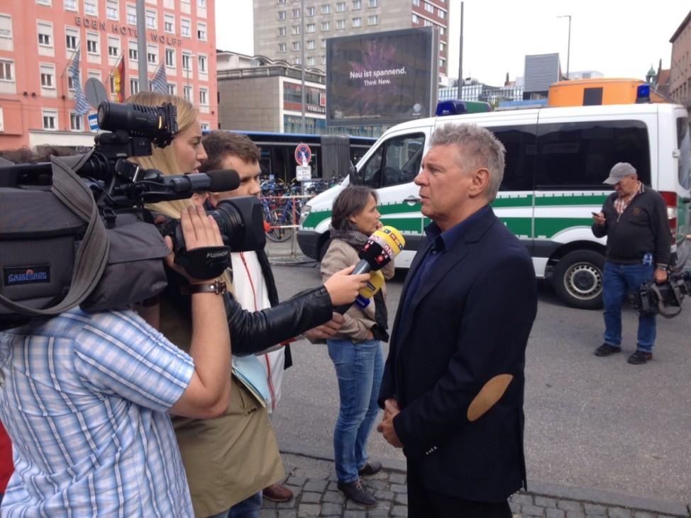 Dieter Reiter, München, Oberbürgermeister besucht ankommende Flüchtlinge