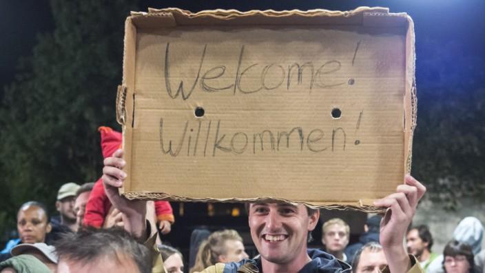 Flüchtlinge in Deutschland: Auf dem Höhepunkt der Flüchtlingswelle im September 2015. Seitdem hat die Willkommenskultur in Deutschland stark nachgelassen.