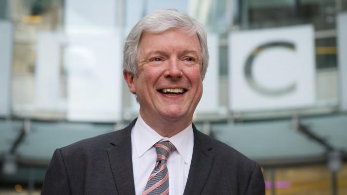"""Pläne der BBC: Generaldirektor Tony Hall (Archivbild von 2013) will die BBC offen """"für das Zeitalter des Internets"""" machen."""