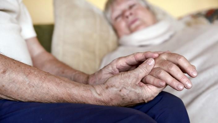Erschöpfte Helfer ? Pflege fordert Körper und Seele