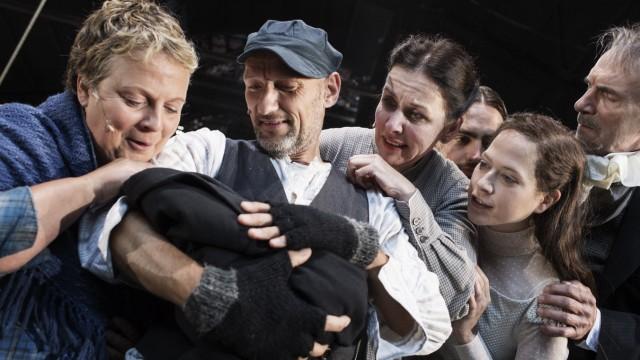Uraufführung Liebe. Trilogie meiner Familie 1 nach Émile Zola Regie Luk Perceval