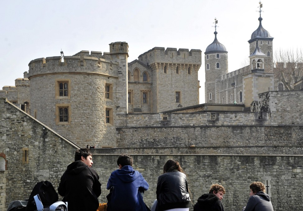 Tourists in front of the Tower of London