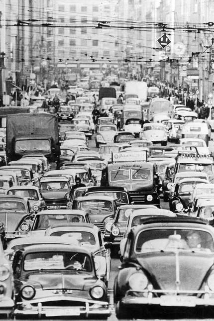 Feierabendverkehr in München in den 1960er Jahren