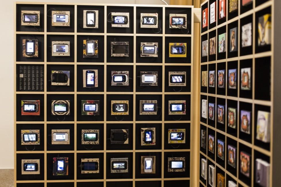 """Video-Installation von Zaher Omareen im syrischen Sektor der Ausstellung """"Imago Mundi""""."""