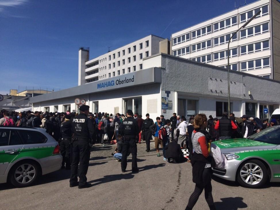 Mahag 400 Flüchtlinge kommen an