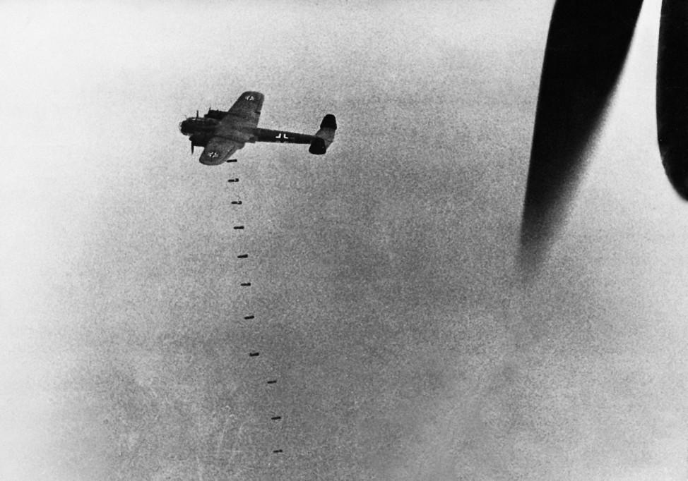Deutsche Bomber während der Luftschlacht um England, 1940