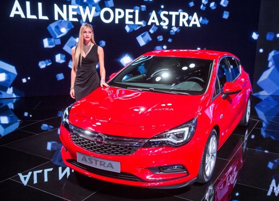 Darauf ein Astra - Neue Kompaktwagen auf der IAA