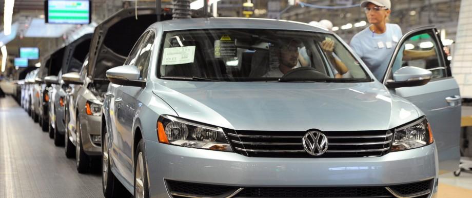 VW Passat auf dem Fließband
