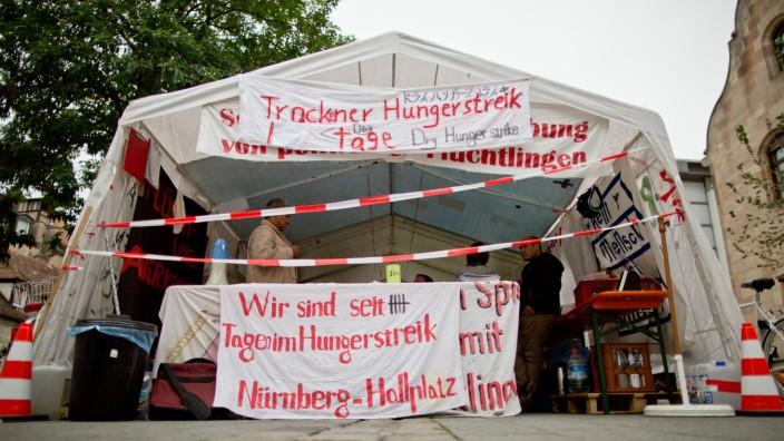Protestierende Flüchtlinge verschärfen Hungerstreik