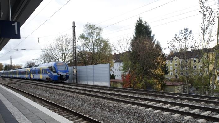 Schallschutzwand an Bahnstrecke in München, 2013