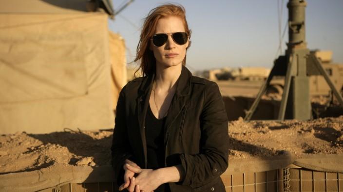 """Hollywood, Folter und die CIA: Jessica Chastain ist in """"Zero Dark Thirty"""" als manische Agentin auf der Jagd nach Osama bin Laden - inklusive Verhör-Folter."""