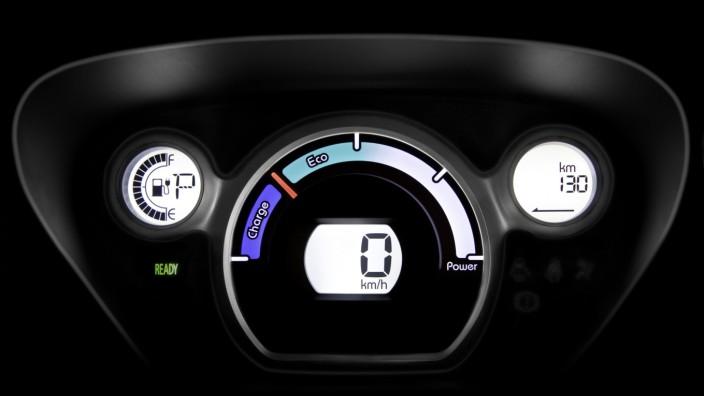 Geld für Umsteiger: Blick ins Cockpit eines Elektroautos.