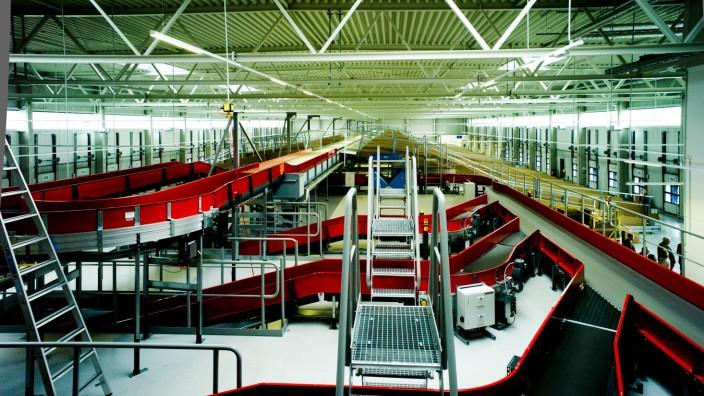 Germering: Offizielle Vorstellung der Mechanisierten Zustellbasis Germering / DHL-Gebäude