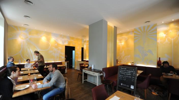 Restaurant Le Berlu: Zurückhaltende Eleganz zeichnet das Restaurant Le Berlu aus. Kulinarisch punktet das Lokal mit einer gelungenen Fusion zweier Länderküchen.