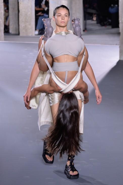 Rick Owens : Runway - Paris Fashion Week Womenswear Spring/Summer 2016