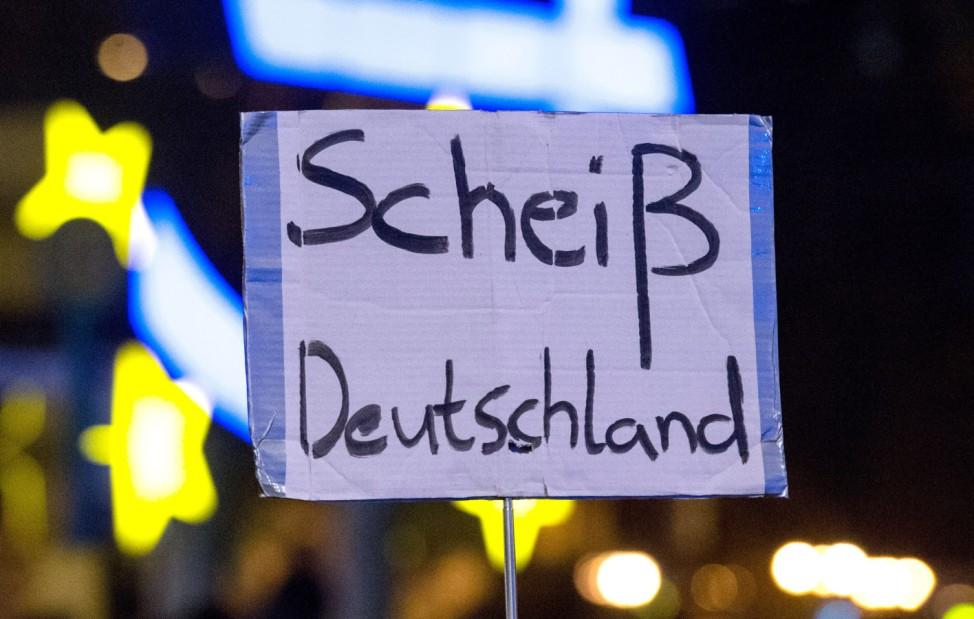 Demonstration gegen 'Tag der Deutschen Einheit'