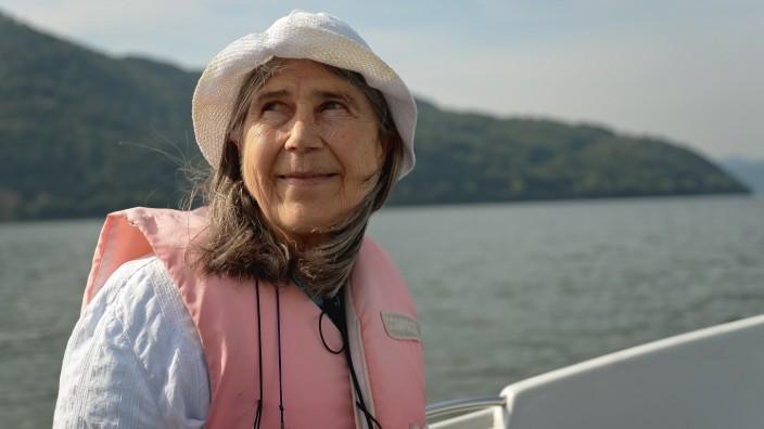 Flucht aus der DDR: Als damals 23-Jährige schwamm Katherina Bobzin in den Westen, 46 Jahre später besucht sie die Donau erneut.