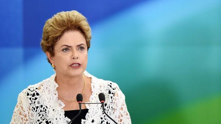 Korruptionsskandal: Der brasilianischen Präsidentin Rousseff wird vorgeworfen, ihren Wahlkampf mit illegalen Spenden finanziert zu haben.