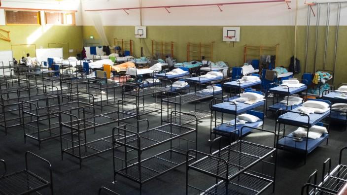 Landkreis Ebersberg: Privatsphäre Fehlanzeige: Flüchtlinge, die in Turnhallen unterkommen wie in Markt Schwaben, haben keine Möglichkeit, sich zurückzuziehen.