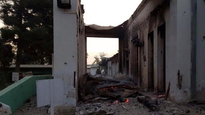 Ausgebombte Klinik in Kundus