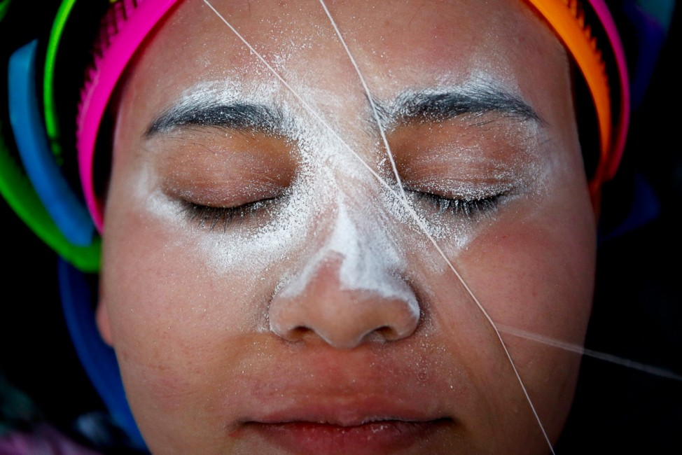 Chinese ancient facial hair removal threading treatment in Chinat