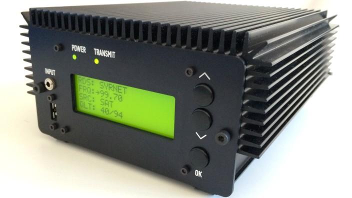 Radio für Syrien: Man kann es an eine Steckdose, eine Autobatterie oder eine Solarzelle anschließen, gesendet wird über Satellit: Der Radiosender von MiCT.