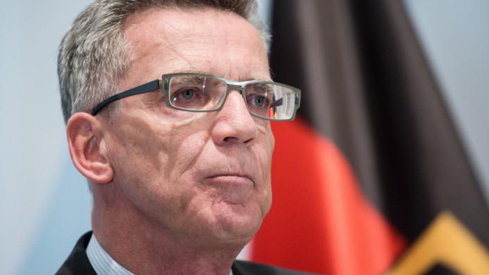 Bundesinnenminister de Maiziere zur Flüchtlingskrise