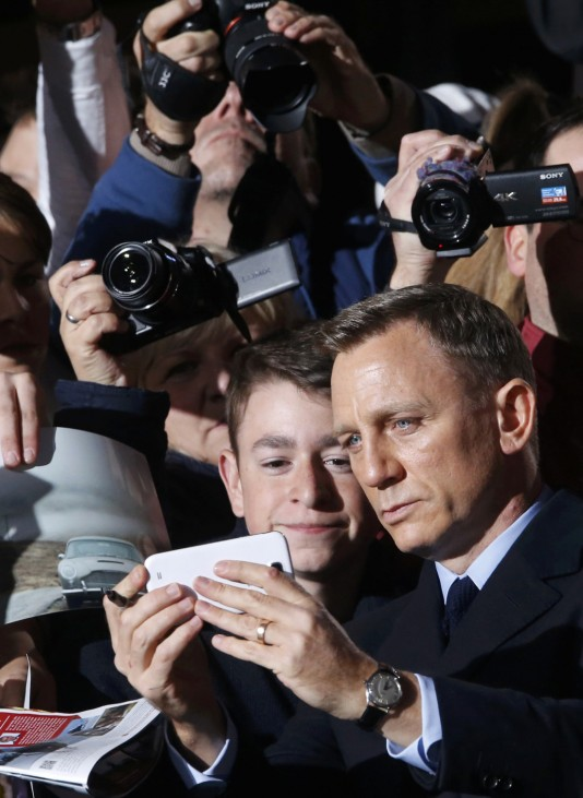 Actor Daniel Craig poses for a selfie as he arrives for the German premiere of the new James Bond 007 film 'Spectre' in Berlin