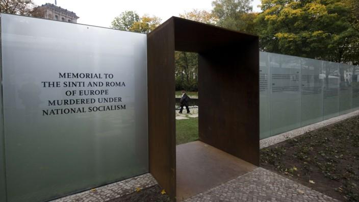 Rechtsextremismus: Beschmiert: Das Denkmal für die ermordeten Sinti und Roma in Berlin.