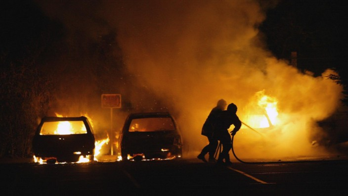 Brennende Autos bei Unruhen in Lille