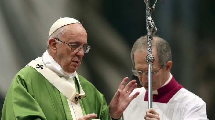 Pope Francis leads a mass to mark the closure of the synod on the family in Saint Peter's Basilica at the Vatican