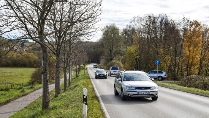 Seefeld: Von der Einmündung (rechts) über die Staatsstraße zum Radweg sollen künftig die Radler geleitet werden.