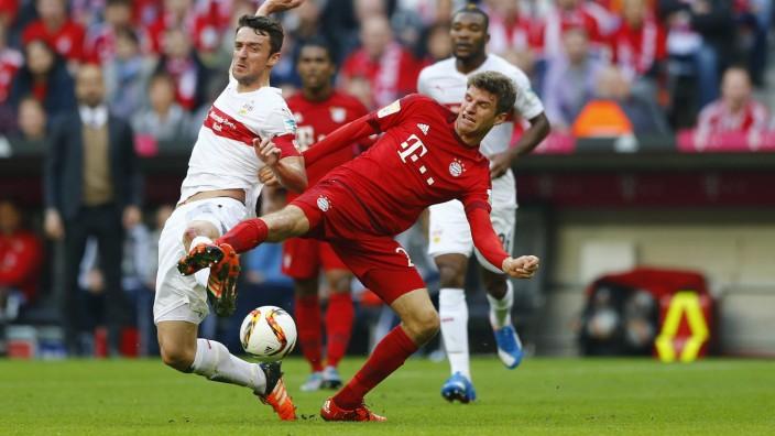 Pleite des VfB Stuttgart gegen Bayern: Müller gegen Gentner - manchmal aber auch sechs Bayern gegen einen Stuttgarter: So ging es zu am Samstag in Fröttmaning.