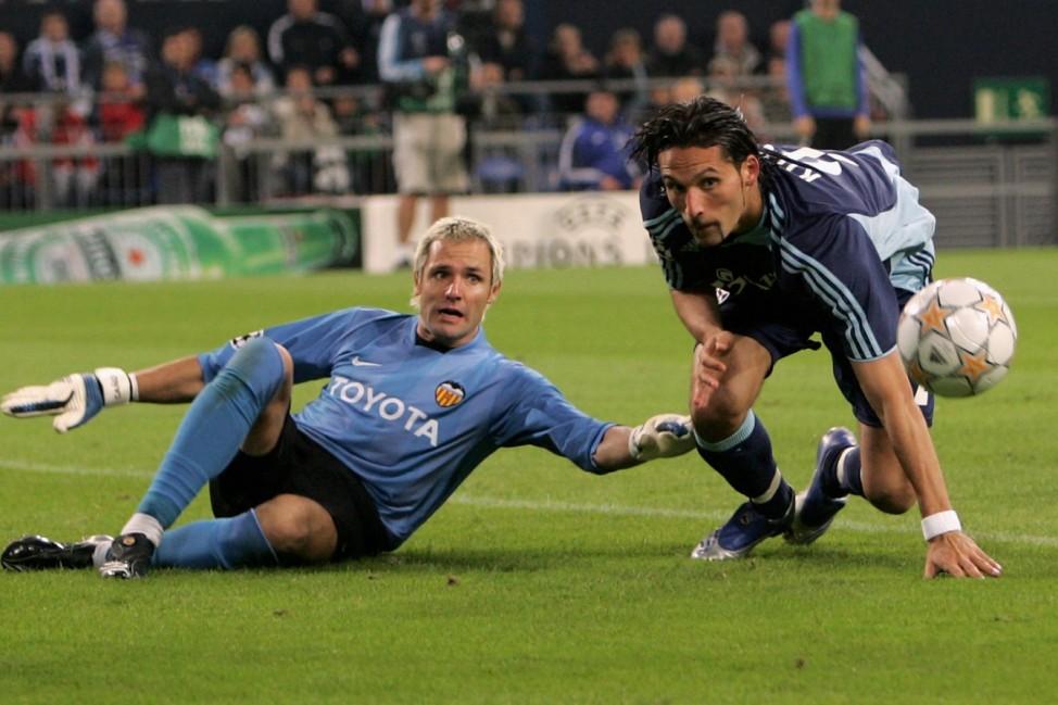 FC Schalke 04 v Valencia - UEFA Champions League