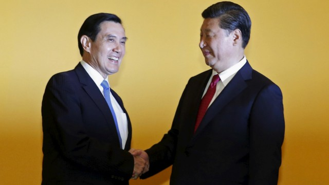 Chinese President Xi Jinping shakes hands with Taiwan's President Ma Ying-jeou during a summit in Singapore