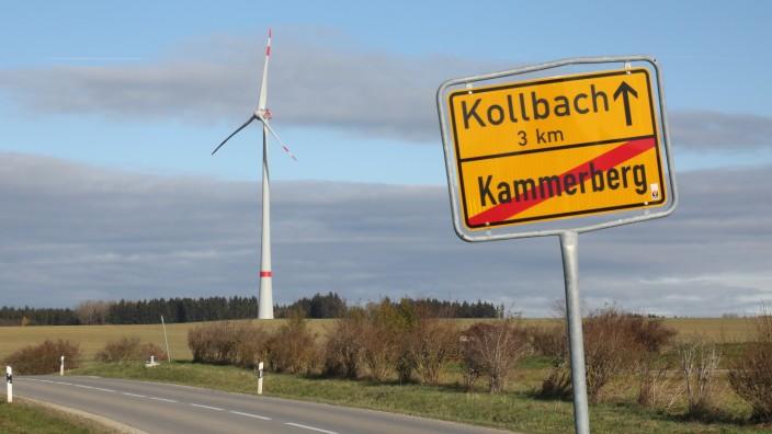 Fahrenzhausen/Petershausen: Das Windrad im Weißlinger Holz dreht sich - und ist schon von weitem zu sehen.