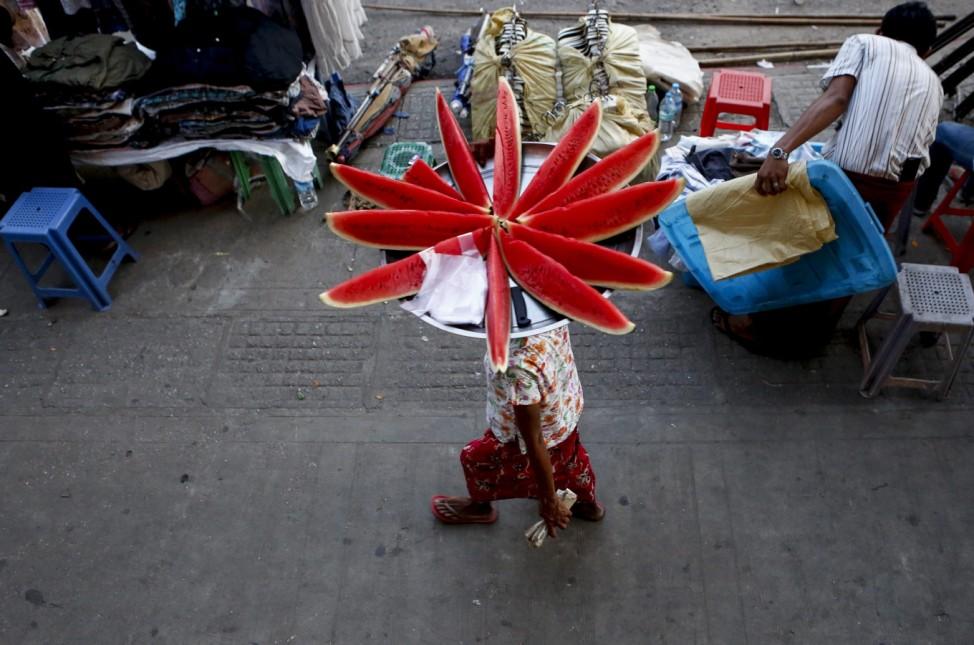 Myanmar mobile grinder carries his sharpener