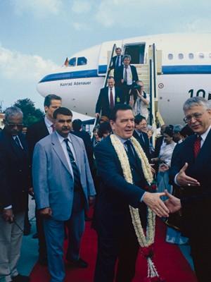 Schröder beim Inien-Staatsbesuch 2001