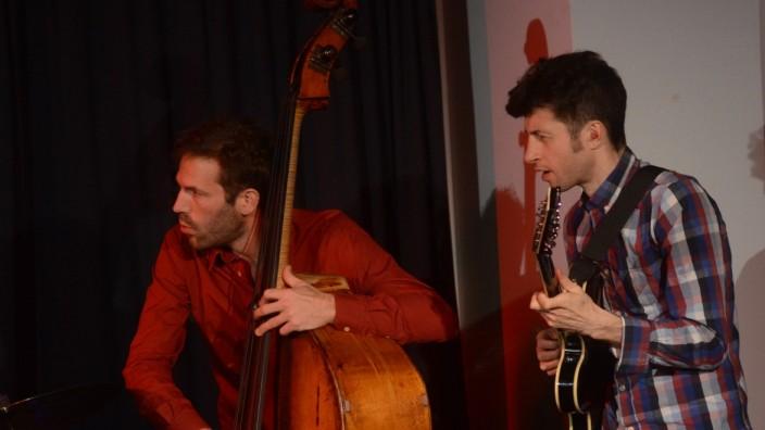 Dachau: Wer Jazz spielen will, muss sich auf seine Partner einlassen und sehr genau zuhören können, wie Jonas Westergaard und Ronny Graupe von Field.