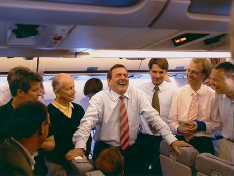 Gerhard Schröder beim Flug in die USA