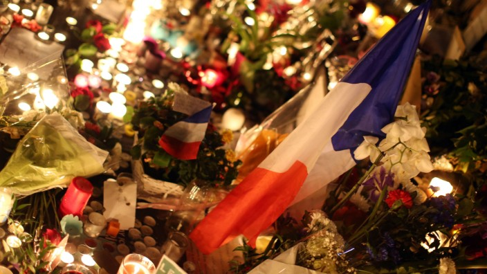 Nach Attentaten von Paris - Trauer am Platz der Republik