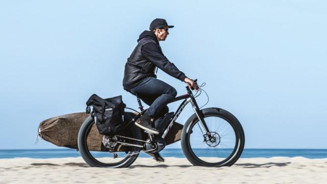 Ein Fatbike als Transportrad mit Elektromotor.
