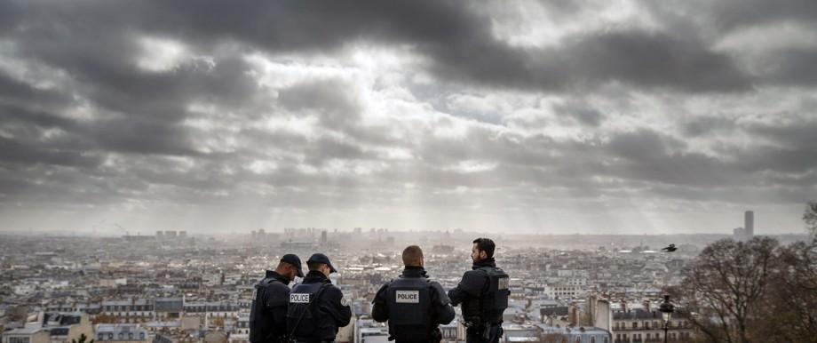 Terror in Frankreich: Blick über Paris vom Hügel von Montmartre: Noch immer sind längst nicht alle Rätsel gelöst um die Attentäter von Paris.