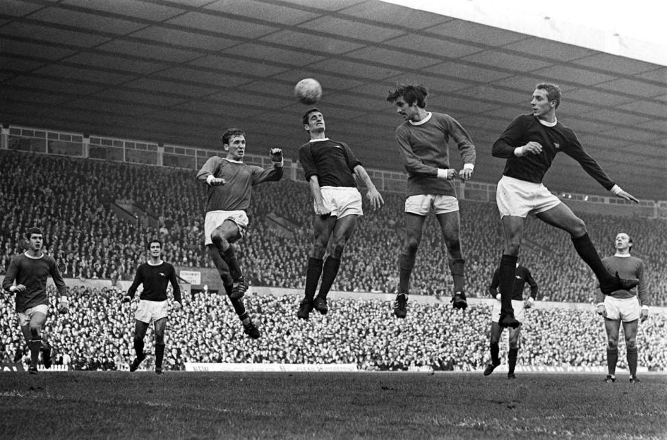 Manchester United's George Best in einem Spiel gegen Arsenal London, 1967
